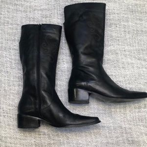 Matisse black leather embroidered zipper boot 6.5